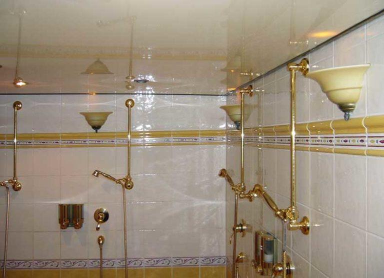 Spanndecke in einem Bad